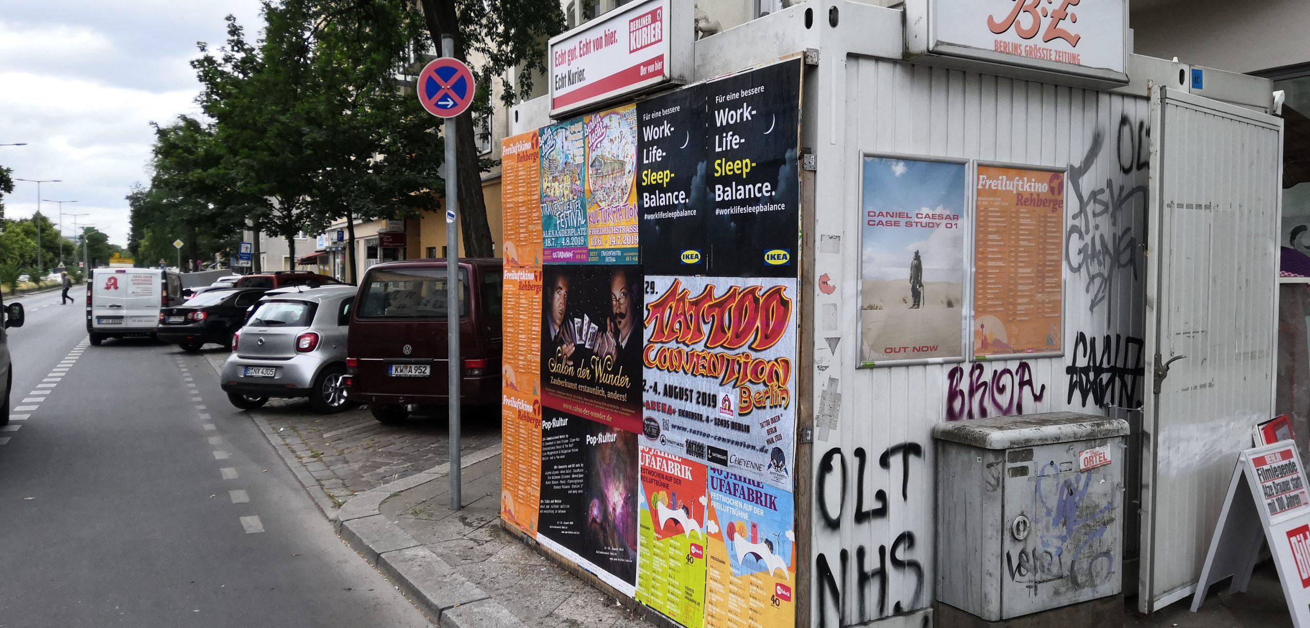 Plakatwand mit Bilderrahmen